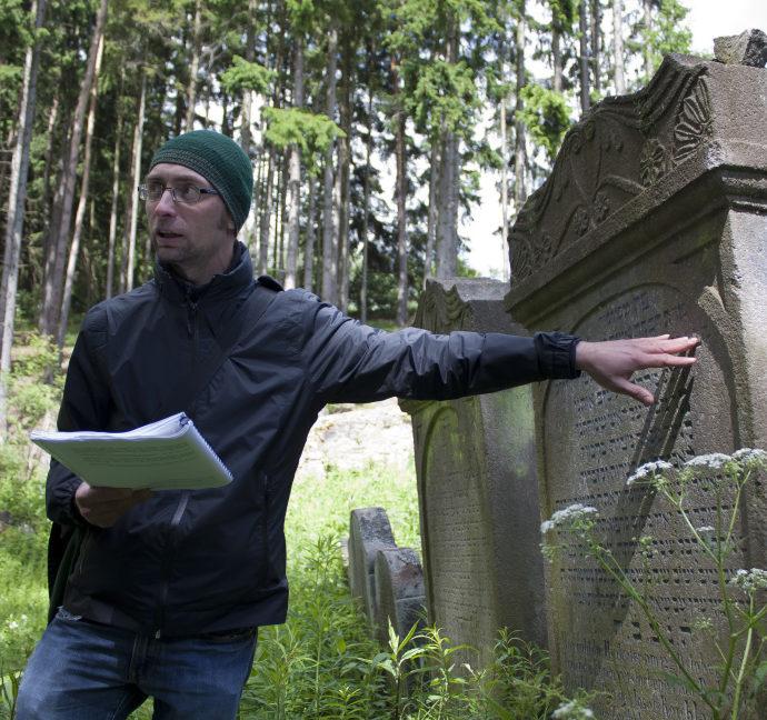 SYMBOLS on the tombstones