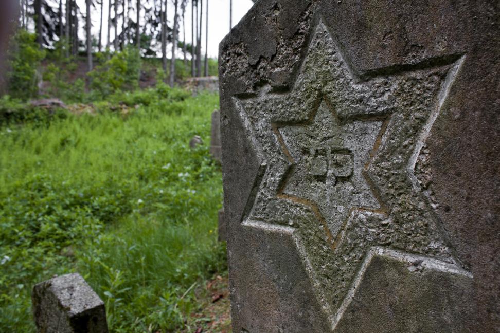 What distinguishes Jewish tombstones?